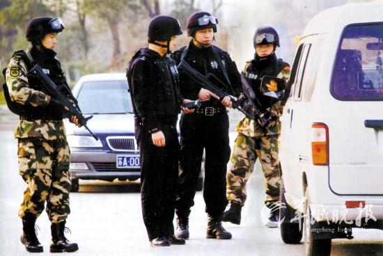 """2012年1月11日,南京警方全城布控,""""地毯式""""查缉相关嫌疑人"""