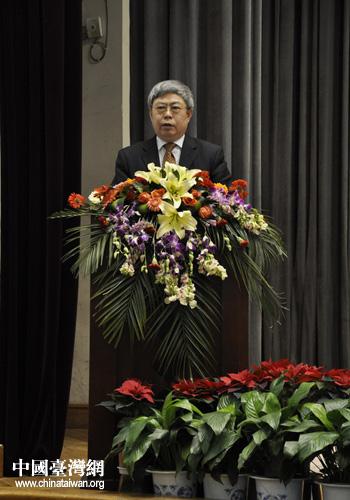 甘肃省委常委、副省长刘永富在大会上讲话。(图片来源:甘肃省台联)