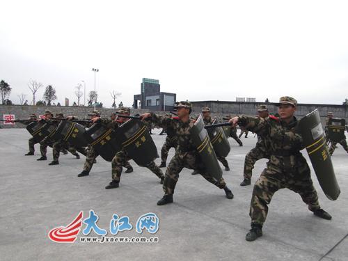 驻赣武警水电新兵训练场上 龙腾虎跃