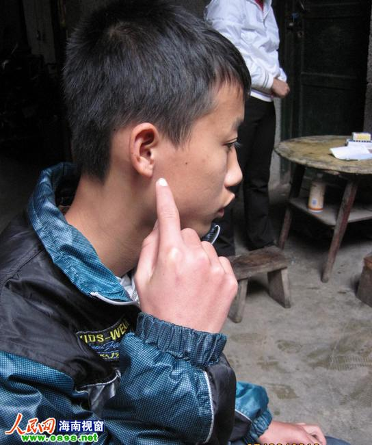 定安一学生扇情趣数老师有哪家合肥椅宾馆耳光图片