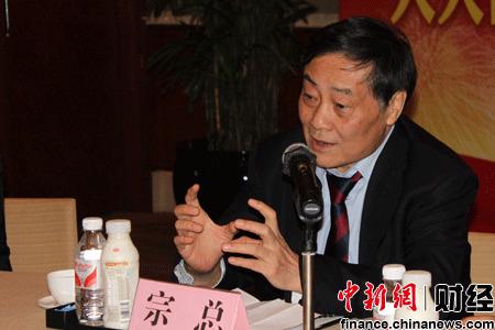 全国人大代表、娃哈哈集团董事长兼总经理宗庆后在北京举行记者见面会。
