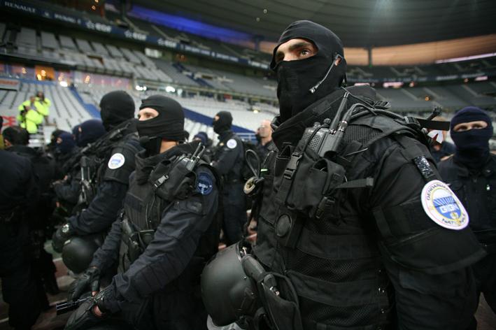 """资料图:法国反恐精英""""黑豹""""突击队"""