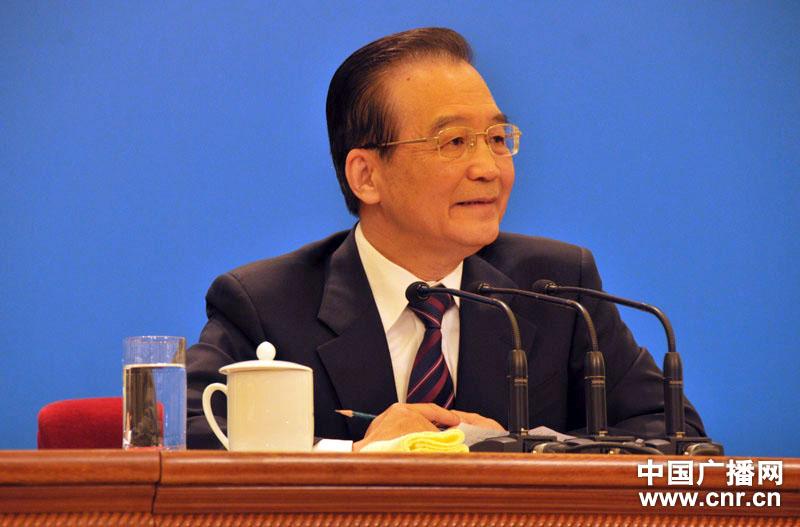 2012年3月14日10时50分,温家宝总理在人民大会堂三楼金色大厅与中外记者见面并答问。(中广网记者唐姣菊摄)