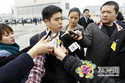 全国人大代表康厚明接受重庆媒体采访 记者 李文科 摄