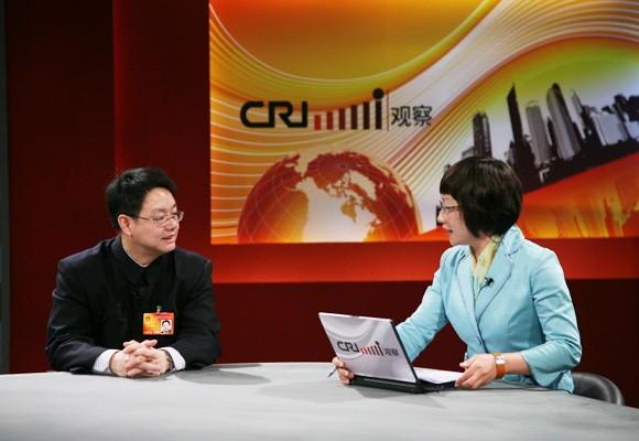 全国人大代表叶青(左)做客媒体访谈
