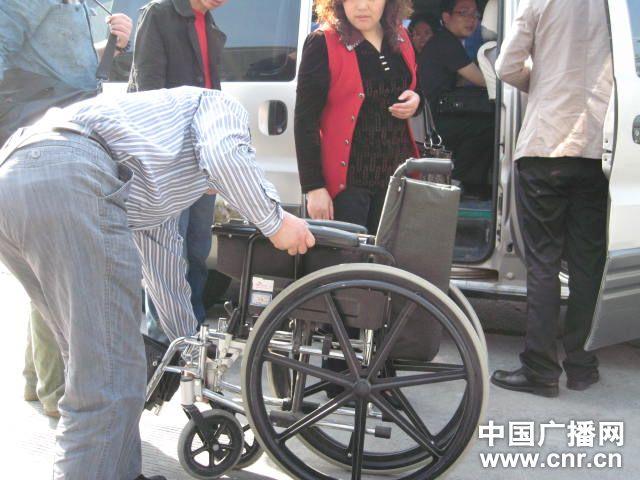 周岩出行用的轮椅(图片来自中国广播网)