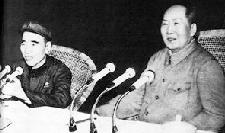 毛泽东/林彪(左)与毛泽东。资料图片