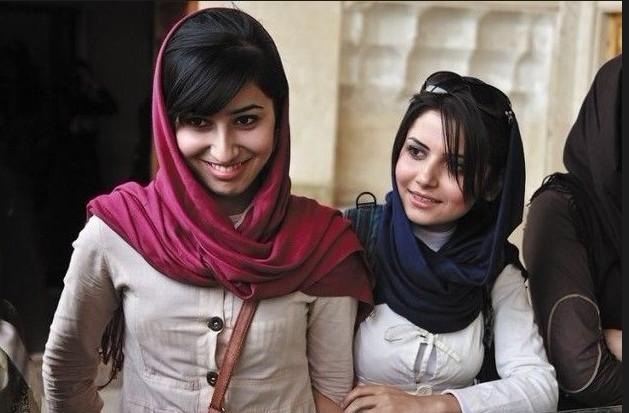 在穆斯林世界里,伊朗与阿拉伯半岛国家差不多,都对国民 尤