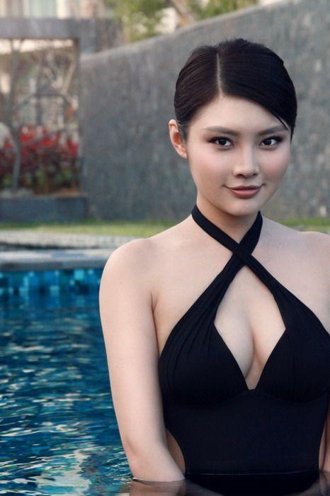 宝贝徐冬冬拍摄性感泳装写真性感直播臀图片