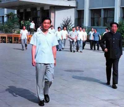 1985年温家宝被调到中央办公厅担任副主任,从此就留在中央(资料图)