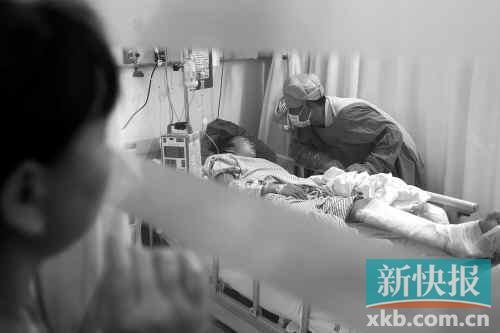 广州一消防天桥破裂 12岁女孩10楼坠落重伤 高清图片