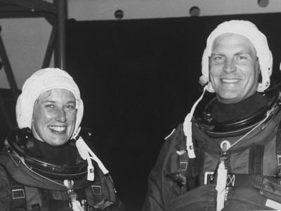 美国航天员简和马克是第一对同赴太空执行任务的夫妻。