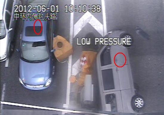 疑变道超车 面包车高架侧翻造成1人受伤