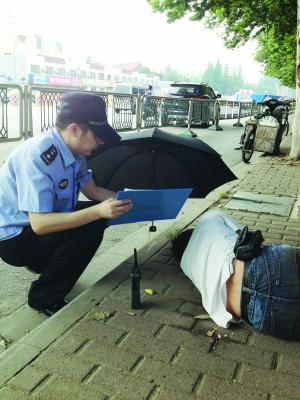 昏迷的帅警