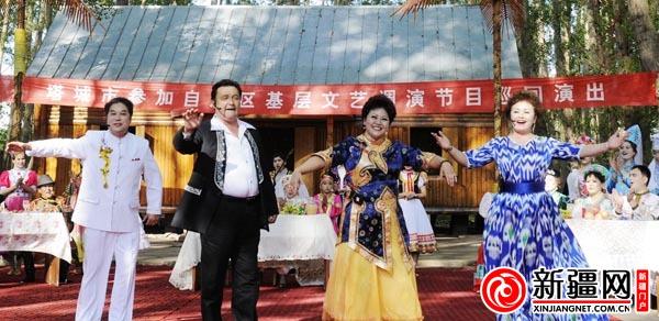 原生态歌舞在新疆塔城市激情上演