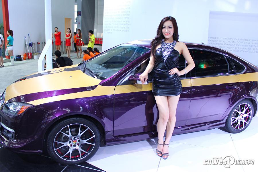 高清:西安车展演绎香车美女秀 车模成全场焦点