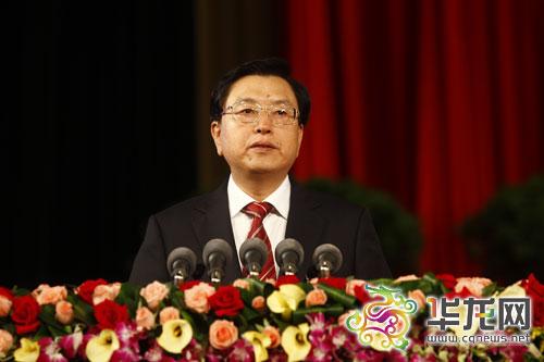 6月18日上午,中国共产党重庆市第四次代表大会在市人民大礼堂隆重开幕。这是开幕式上,张德江在做报告。 记者 李靖 摄