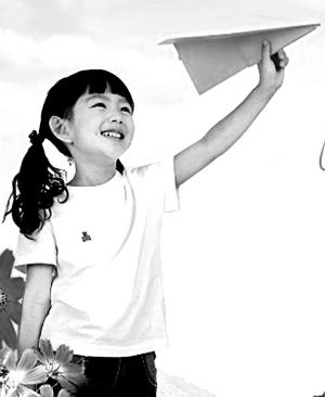 """我们小时候玩过的玩具:纸飞机""""飞""""出童年梦(图)"""