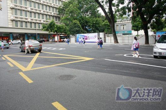 六人排球全场站位图-据记者了解,现在东山百货大楼门前的空地原为东山公交站场,2005年
