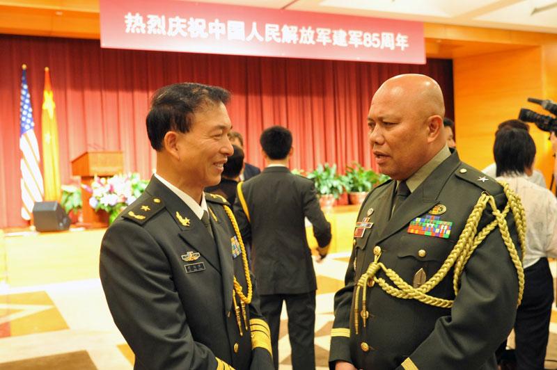 中国驻美国大使馆国防武官举行建军85周年招