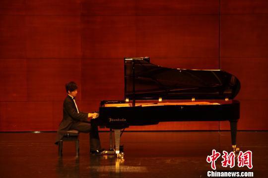 叶子正在为观众演奏舒伯特的《c大调流浪者幻想曲》. 罗翔宇 摄图片