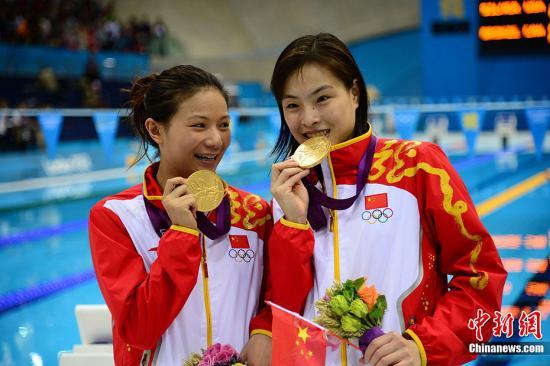 当地时间7月29日下午,伦敦奥运会女子双人3米板跳水决赛中,中国选手吴敏霞、何姿获得金牌。Osports全体育图片社