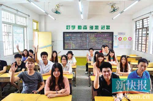 齐齐坐到课室上课,积极举手发言