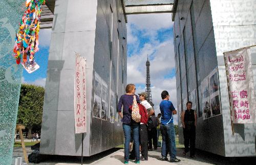 埃菲尔铁塔附近约70人绝食反核