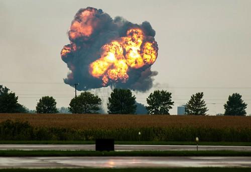 美航展飞机坠毁飞行员身亡