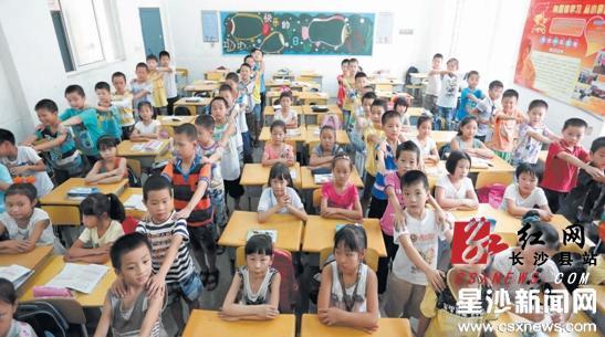 一个班67人数学比高中多17人想和女生做同桌女生男生视频软件图片