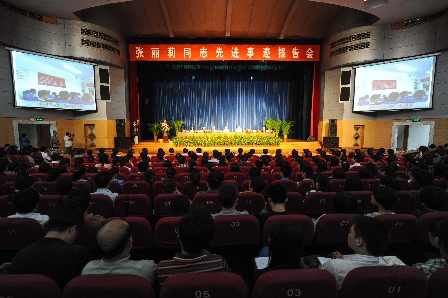 张丽莉是黑龙江省佳木斯市第十九中学教师,今年5月8日在交通事故发生
