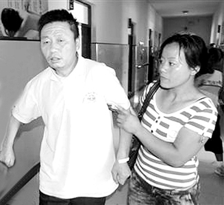 田鳳山(中)在佳木斯市第三醫院進行智力鑒定