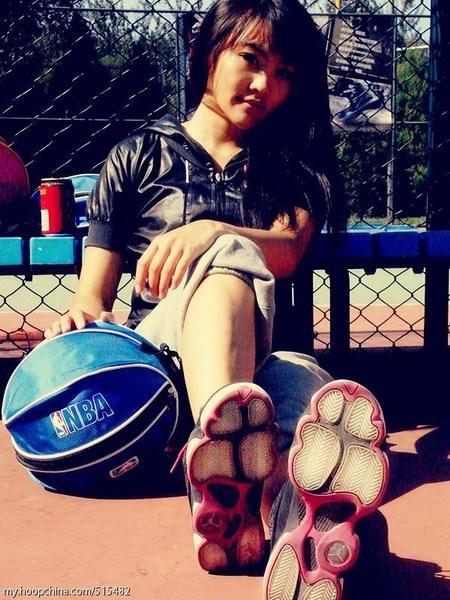 女生打篮球唯美图片女生打篮球打篮球的女生唯美女生 竖