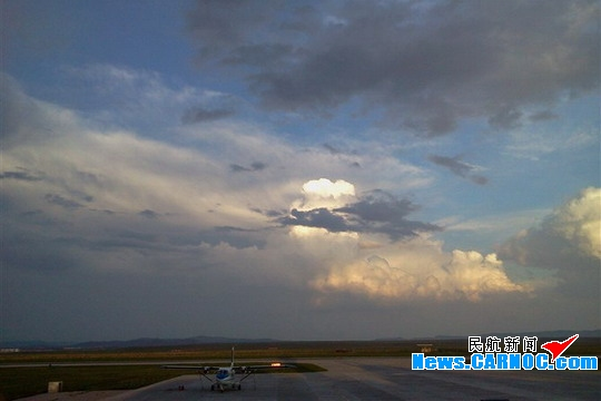 锡林浩特机场遭遇强雷雨天气致部分航班取消