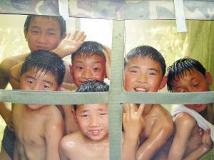 部队洗澡图片