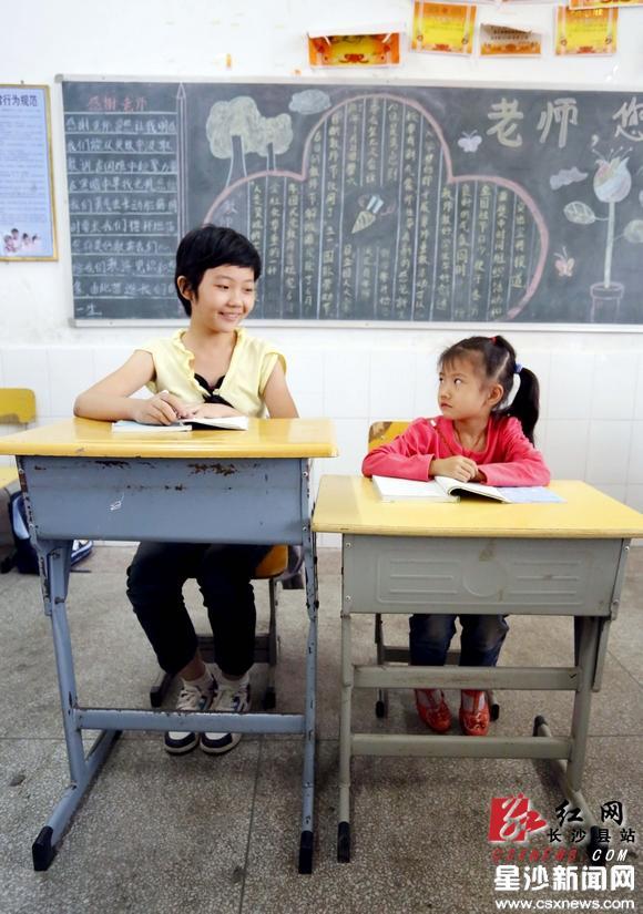 长沙县:小学生身高1米7课桌还坐得下吗? 资讯