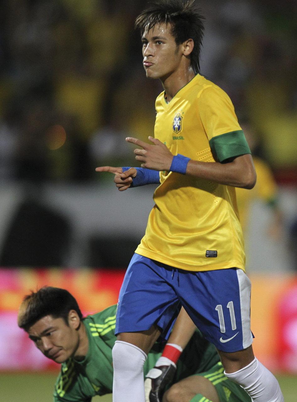 8耻辱性溃败巴西 创历史国际A级赛记录图片