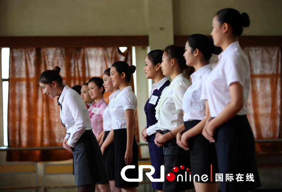 上海800名空乘帅哥追逐美女空哥应考东航空我酷美女写真图片