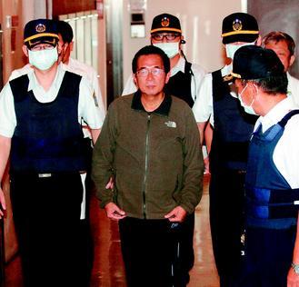 陈水扁(中)昨晚转送台北荣总精神病房