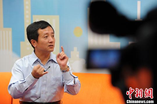 梅新育:美国打压中国企业是另类赞扬 反击需谨