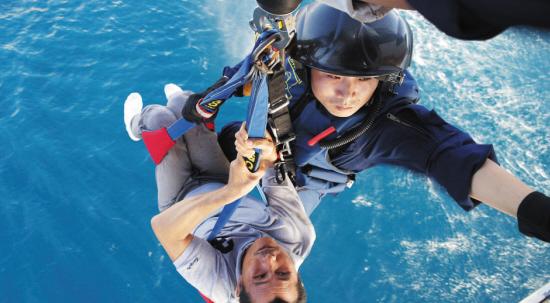直升机救助南海患病渔民