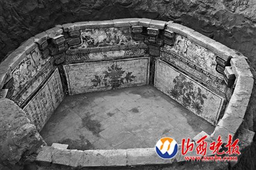 2号墓墓门两侧墨迹及墓室壁画