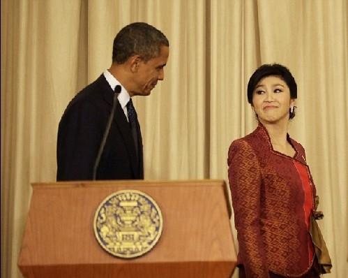 """媒: 奥巴马与泰国美艳总理亲密""""调情""""让人受不了"""