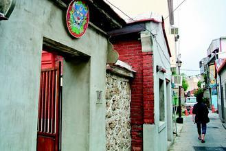 许多住家门楣上都有剑狮。 图片来源:台湾《联合报》