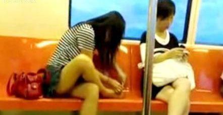 广州地铁惊现男童大便
