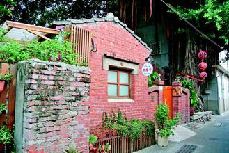 安平旧聚落巷弄,让游客发思古之情。 图片来源:台湾《联合报》