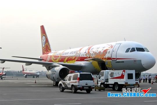 """川航""""中华龙""""号a320飞机首次亮相珠海航展"""