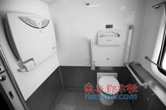 使用的25T型列车上的残疾人厕所. 南都记者 赵炎雄 摄-广九直通车