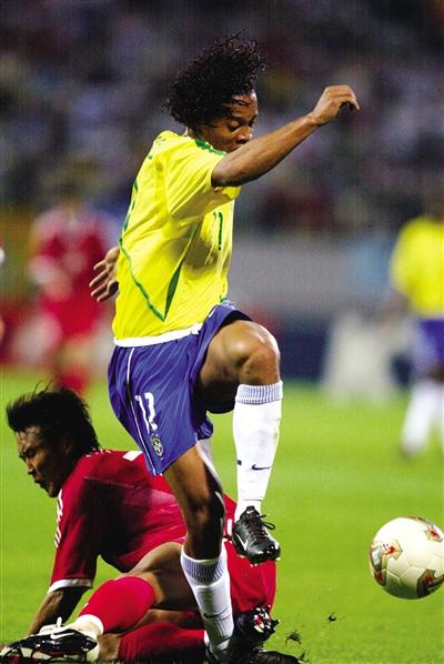 2002年6月8日,世界杯小组赛,虽然中国队负于巴西,但小罗未从徐