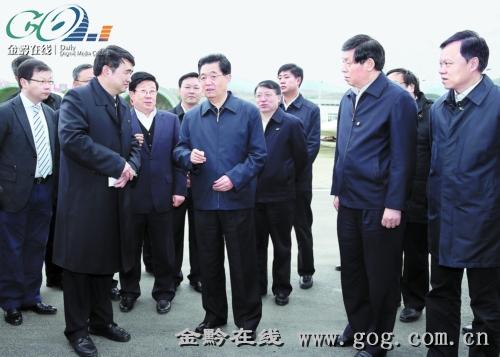 12月1日,胡锦涛主席来到贵州长征电气股份有限公司,认真听取遵义市经济社会发展情况汇报。